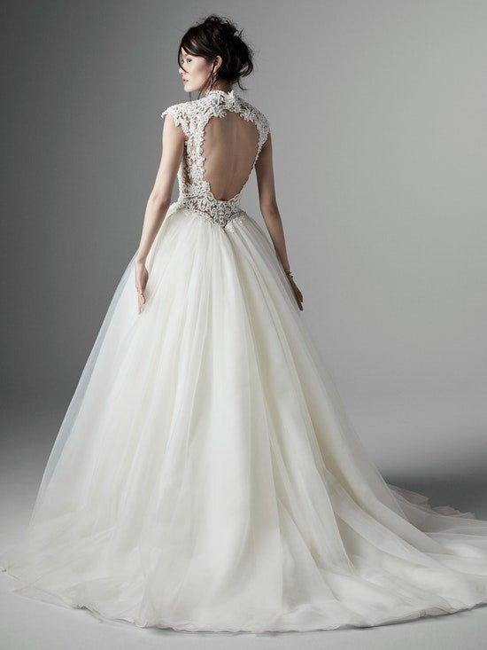 Svatební přípravy - Šaty vybrány a zaplaceny :) Jsou ze svatebního salónu El v Brně.  Vlasy také plánuji vyčesané nahoru, aby vynikla záda :)