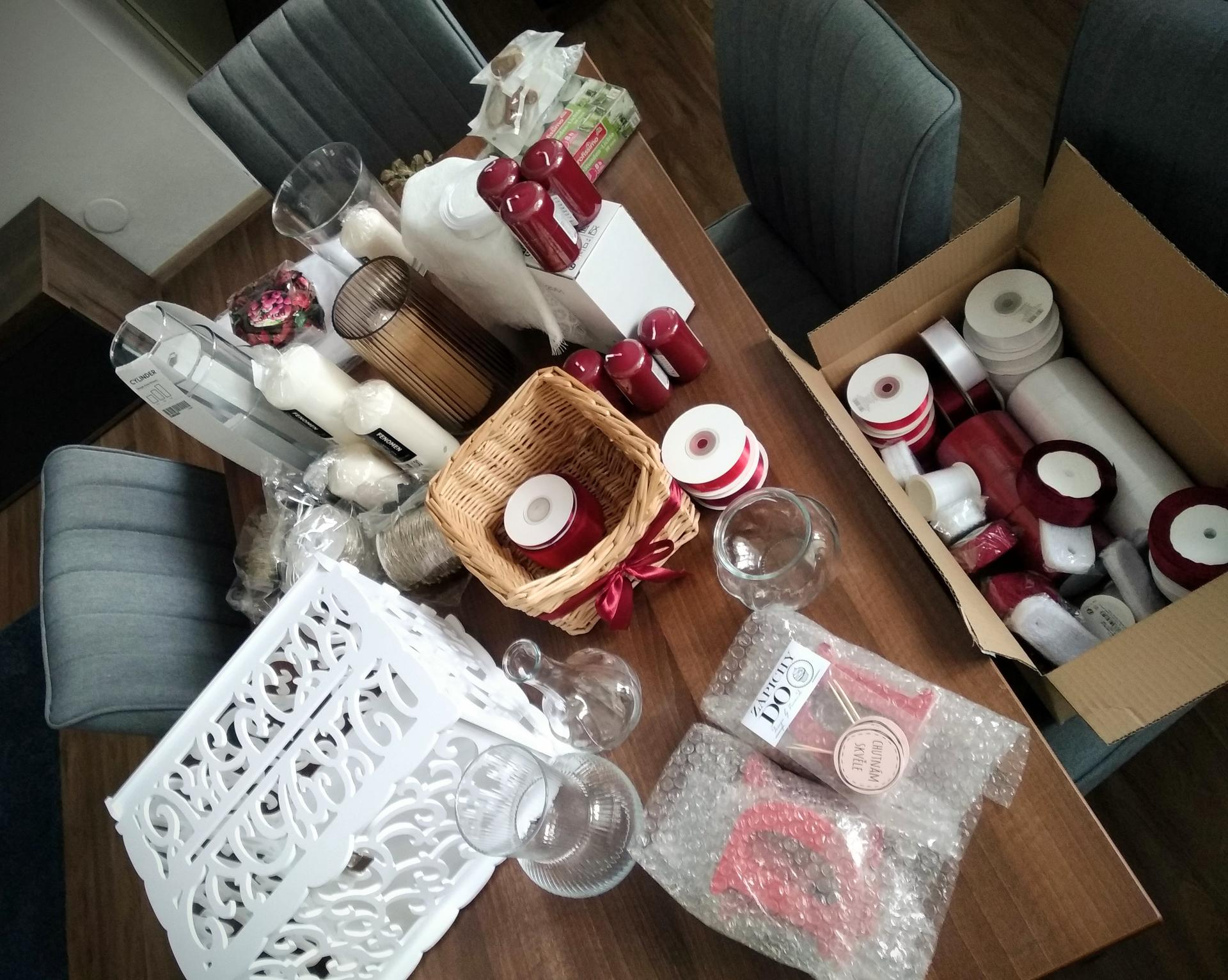 Svatební přípravy - Příprava svatebních dekorací vrcholí 😁  PS: Po svatbě budu prodávat většinu věcí a 2x 200m světelné řetězy 🙂