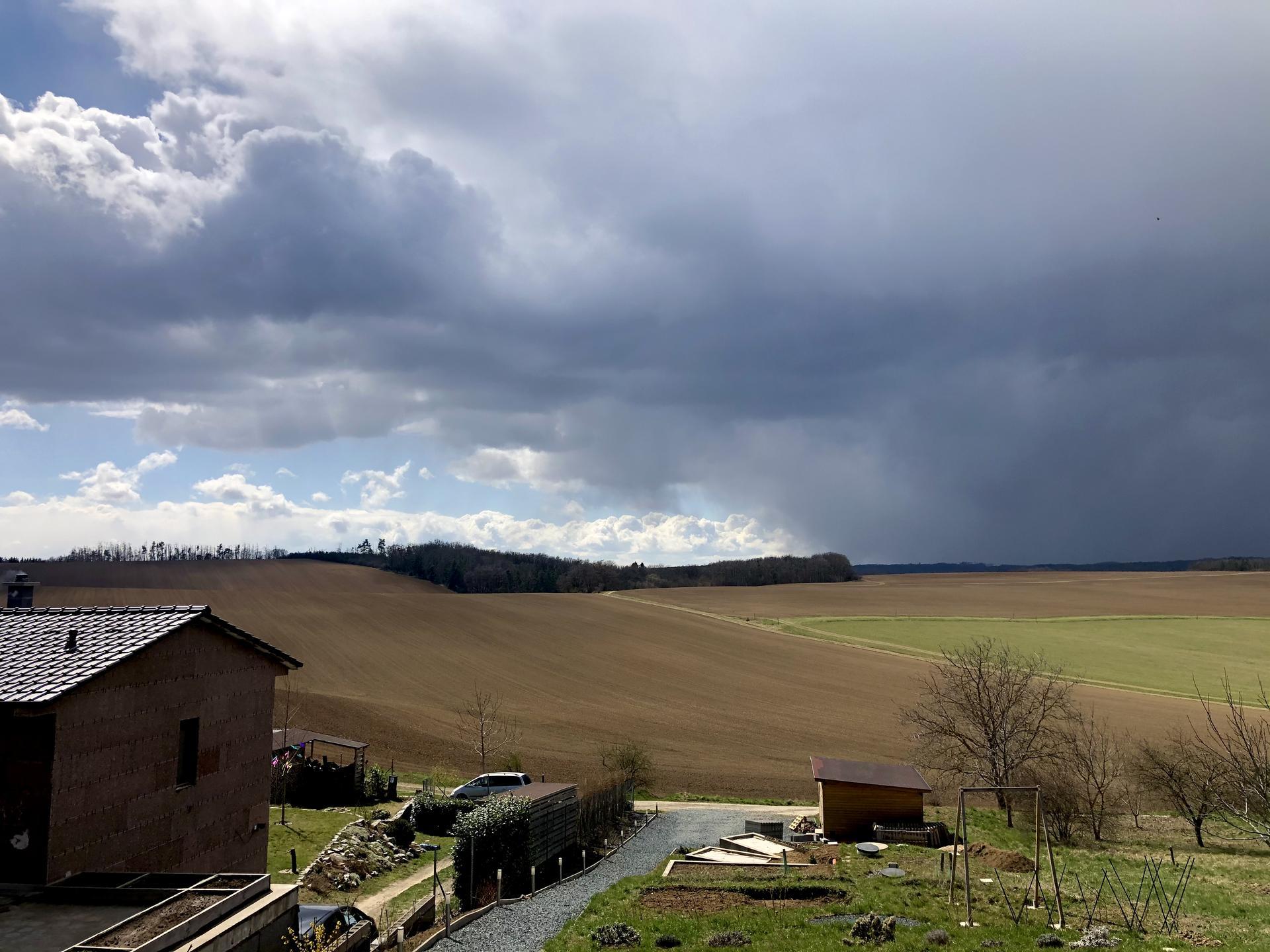 Skřítčí zahrada 2021 - Duben 2021 - letos ukázkové aprílové počasí