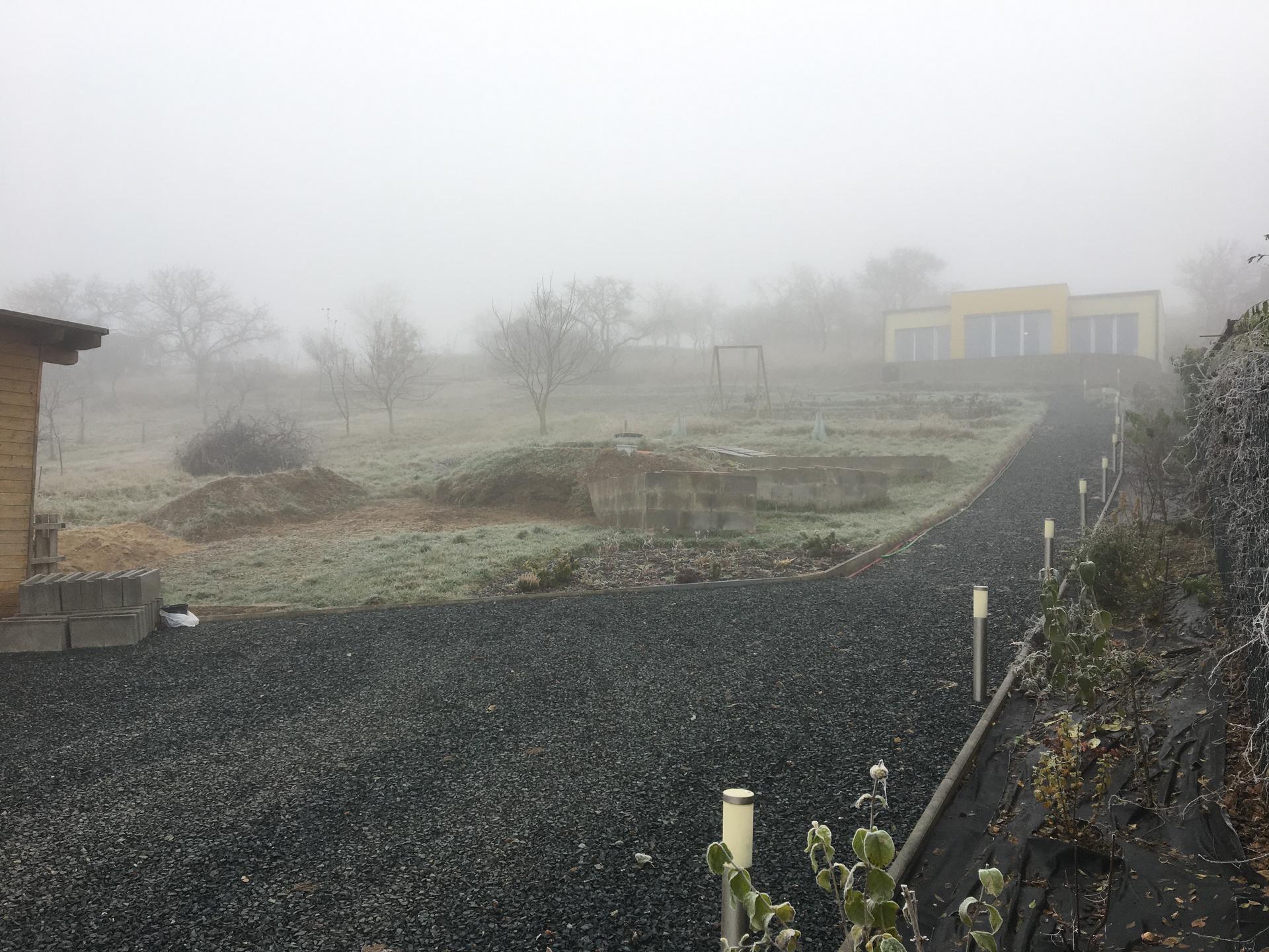 Skřítčí zahrada 2015 - 2020 - Listopad 2020 - padla mrazivá mlha