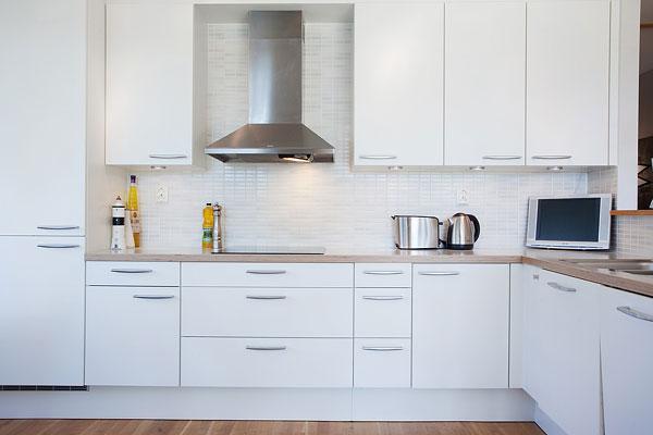 Čo nás inšpiruje... - Aké jednoduché- klasické otváranie skriniek, pekné madlá a kuchyňa je na svete :-)