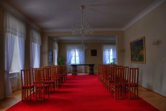 svatební síň v Hradci nad Moravicí na zámečku.:-) Tady nás asi oddají
