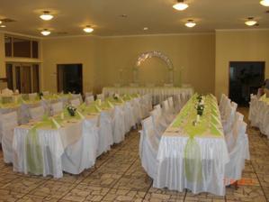 Nasa zeleno-biela vyzdoba, ktoru som si vymyslela a zrealizovala sama, ziadna svadobna agentura