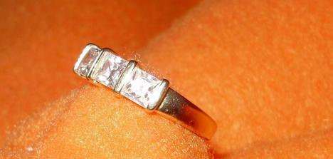 Na Vianoce som dostala od môjho zlatíčka....tento prstienok