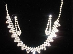 náhrdelník a náušničky mi podarovala sestrička....