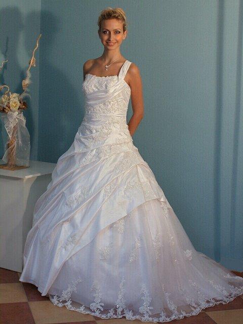Náš krásny deň 08.05.2010 - šaty aké sa mi páčili.........