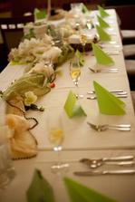 Tady přidávám fotky z hostiny v hotelu Zelený strom - na přání :-) Výzdobu jsme si nechali udělat (až na jmenovky)