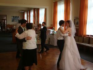 Taneční prostor je velký dost (i když se to možná nezdá)