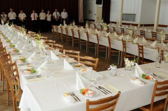 svatební tabule pro 90 lidí