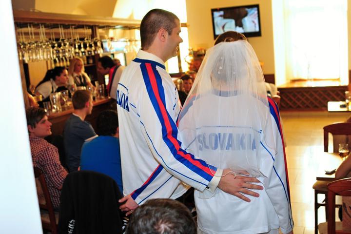Janka{{_AND_}}Dušanko - taaaak a ide sa pozerať hokej :)
