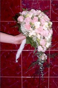 Nejaké tie predstavy :) - Tiež pekná,ale farba ruží fialová :)