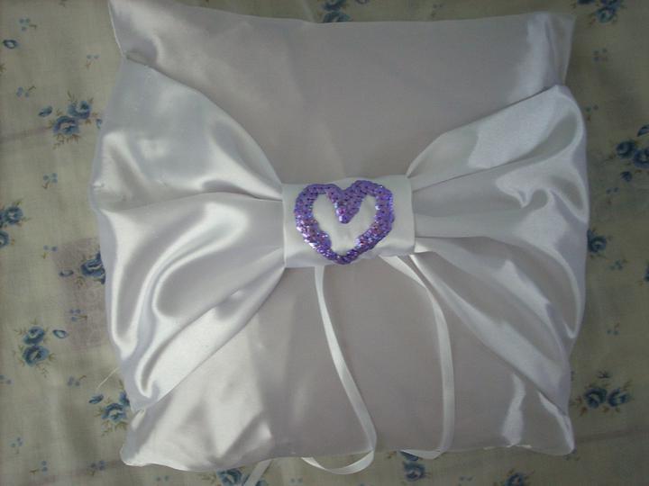 Nejaké tie predstavy :) - Môj vankúšik na obrúčky ,ktorý mi vyrobila moja šikovná teta :)