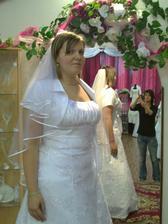 A jupiii aj finálne svadobné šaty :)
