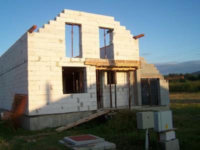 Nas domcek Kompakt 504 - od 30.8 sme zacali robit strechu
