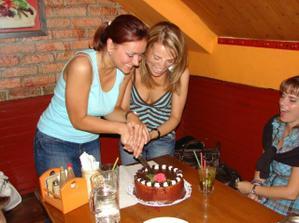 ..trening na krajanie svadobnej torty.. celkom nam to slo :)