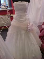 Tady jsou mé vysněné šaty, které byly objednány jako první věc z celé svatby (kromě termínu svatby, ten byl první)