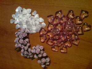 Srdíčka na výzdobu stolů a květinky do vlasů, kytky,ozdoby na auto