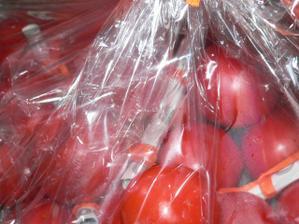 manžel miluje rajčata, tak dostal zásobu a v nich i pár korunek ;o)