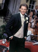 černý oblek s bílým proužkem a světlou kravatou to bude ono
