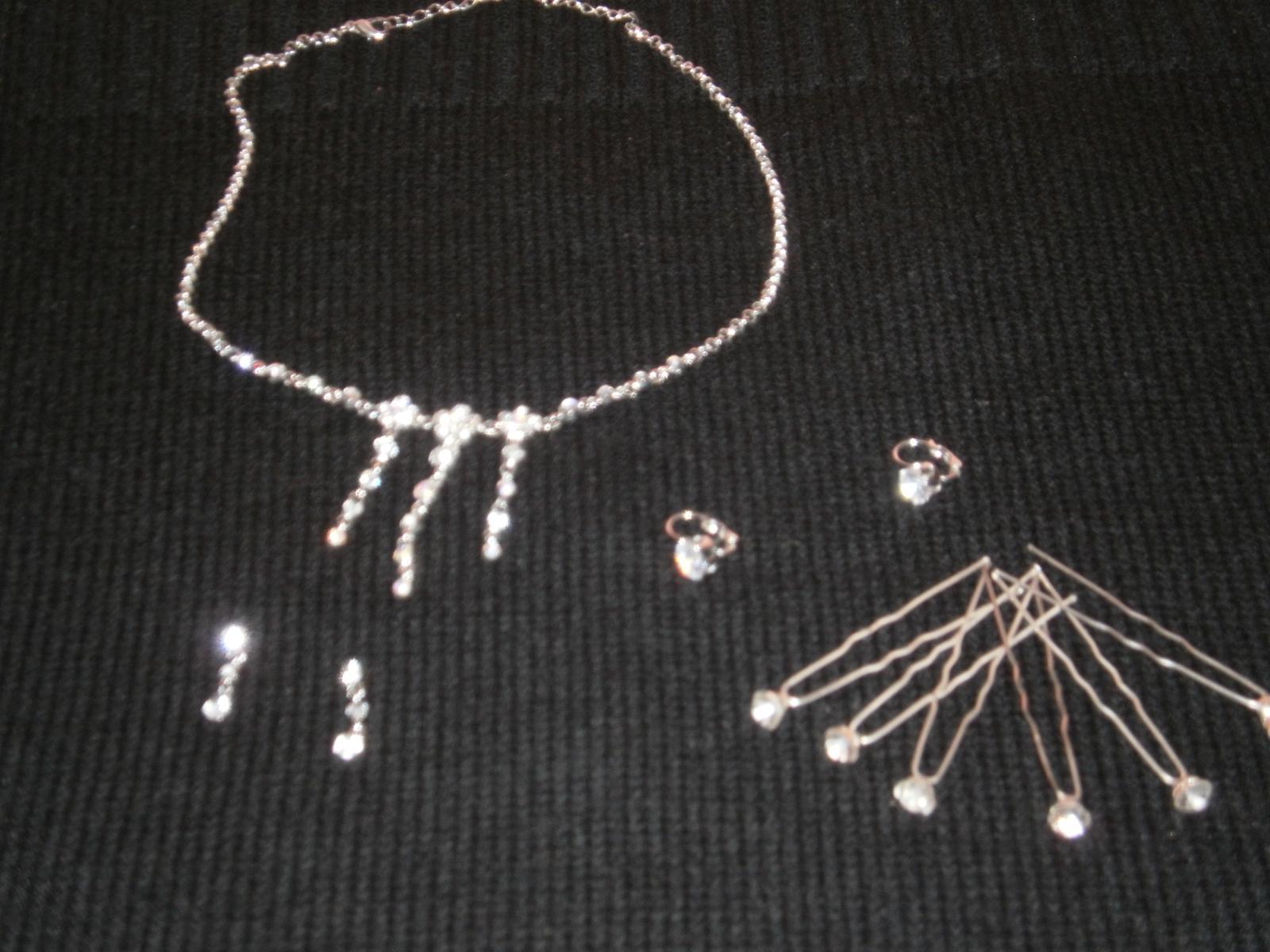 Náhrdelník, 2x náušnice, 6ks vláseniek s kamienkom - Obrázok č. 1