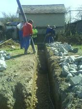 a betonujeme....