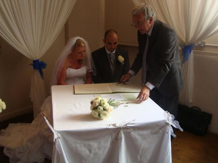 Joanna Edlin{{_AND_}}Danny Pearce - Signing the register