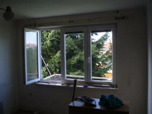 pohled na zeď s oknem před úpravou