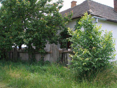 Náš vysnený domček na samote - Pohľad z predu...z ulice