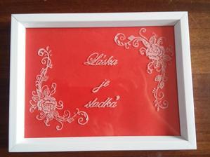 Práve som si dokončila tabuľku do candy baru...neviem či tam nechám červené pozadie, alebo zamením za ružové...