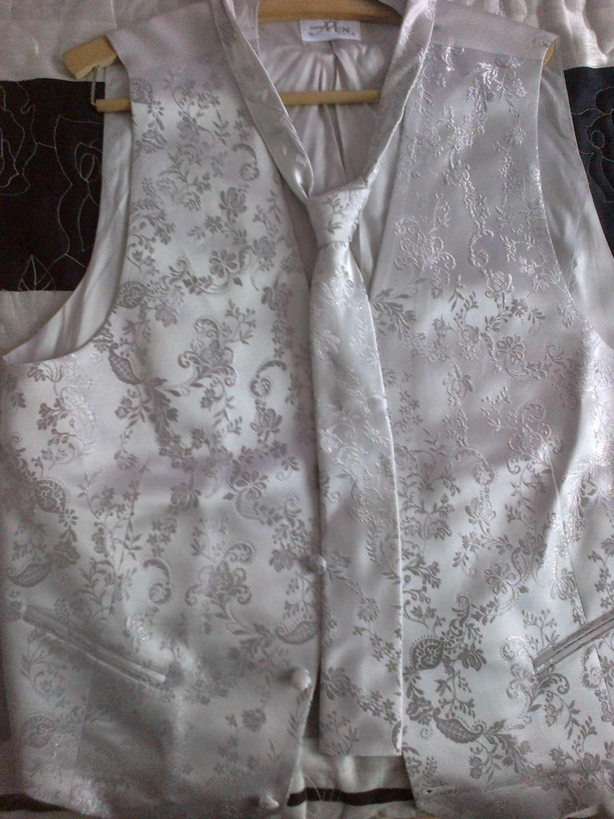 Predaj svadobnej vesticky s kvavatou a vreckovkou - Obrázok č. 1