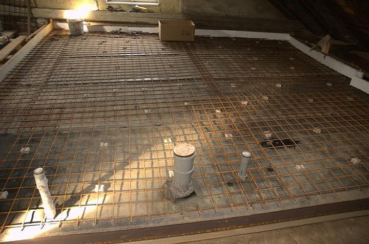 Od začátku do ... - To bude v podkroví jediná místnost s betonem v podlaze
