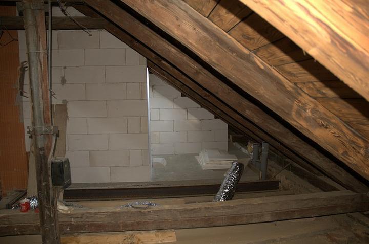 Od začátku do ... - Zezadu koupelny bude taková malá šikmá komora