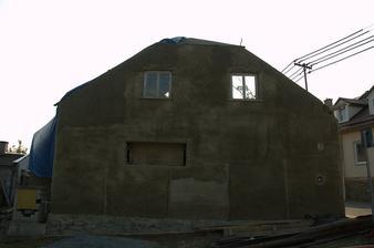 Částečně bez oken, úplně bez střechy, smutný pohled