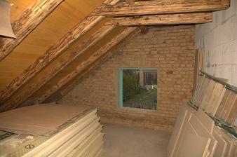 Už se schyluje k instalaci nových oken do stěn :), však už je taky skoro listopad