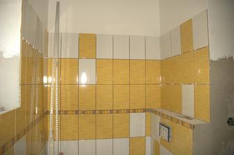 Pohled k záchodu, už s obkladem :)