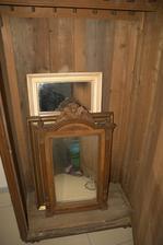 No a pár pokladů co mám zatím schované ve skříni a doufám, že je nesežerou ti chroustači  (a taky že mi nesežerou všechno dřevo v domě)