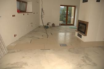 Takhle začala pokládka podlahy, zdá se, že víc jsem toho z pokládky asi nenafotila