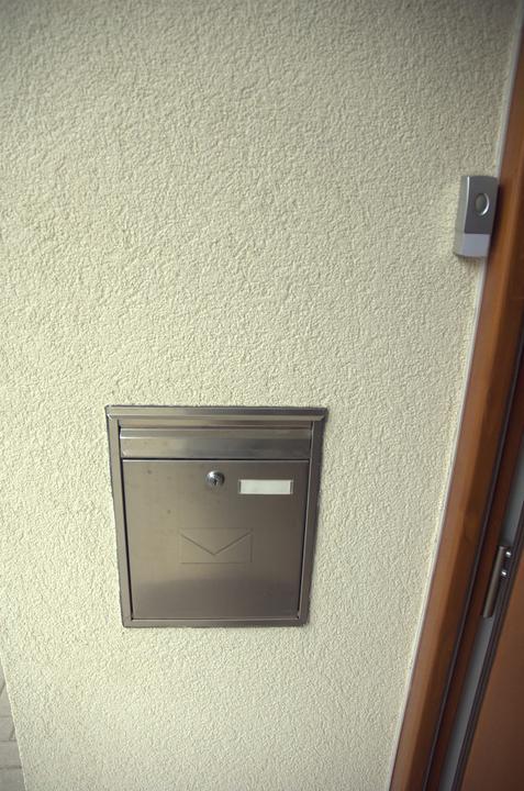 Pro @misamo, jak máme vyřešenou schránku a zvonek - Zabudováno v polystyrenu