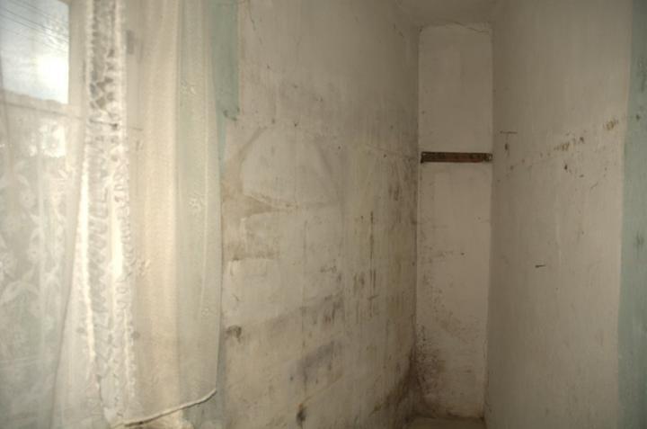 Od začátku do ... - Tady byl špajz, ale dlouho nebude, zeď vpravo půjde pryč.