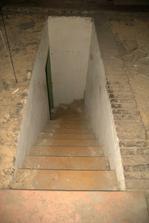 Schody z půdy vedoucí do koupelny
