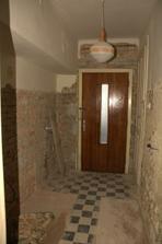 A stará koupelna je fuč a namísto okna máme už dveře ven :)