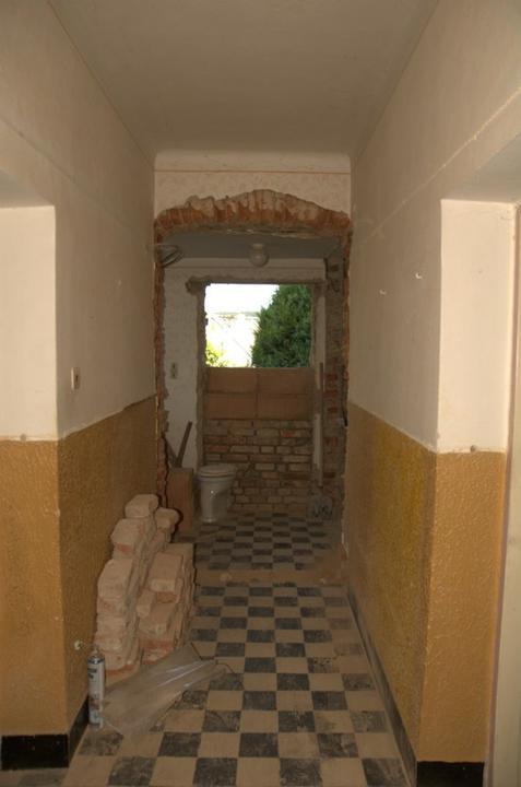 Od začátku do ... - A bývalá předsíň už se pomalu mění, vchodové dveře zazděny a ponechán otvor na okno