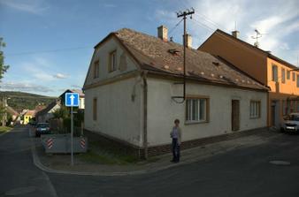 Náš rohový domeček, ještě máme oba komíny:)
