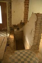 """Pod starými schody byl """"sklípek"""", ten si necháme :)"""