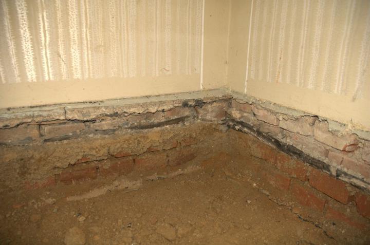 Od začátku do ... - Vykutaná podlaha, izolace z podřezání v šedesátých letech, Pod Izolací mokro.