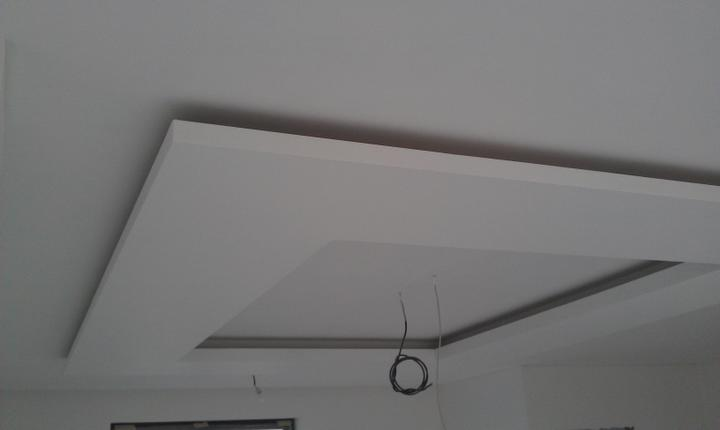 Dekoračné sadrokartónové podhľady - Mame radi navstevy z odstupom casu v dokoncenych interieroch :) Fotka stropu po vymalovani