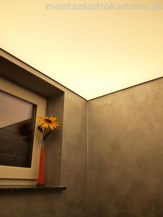 Dekoračné sadrokartónové podhľady - Realizacia sadrokartónových priečok opláštenych 2x Modrou akustickou doskou, dekoračná povrchová štruktúra vrátane stropu so skrytým osvetlením spoločnosťou DryCon.s.r.o