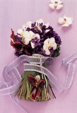 Fialky ve svatební kytici jsem ještě neviděla - inspirace pro jarní nevěsty...