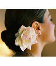 Ve vlasech bych chtěla živé květiny...