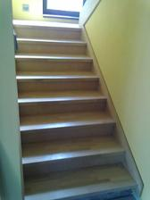 Drevené schody buk